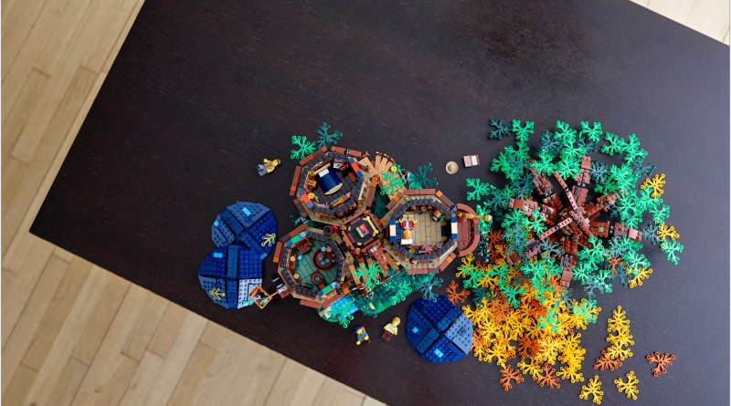 LEGO® Treehouse Blooming with Sustainable Bricks!