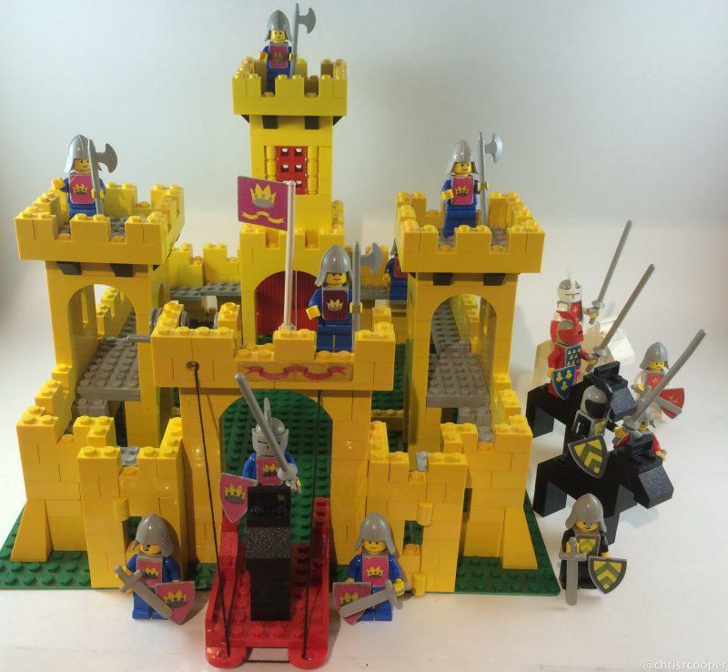 un castello giallo in ottime condizioni