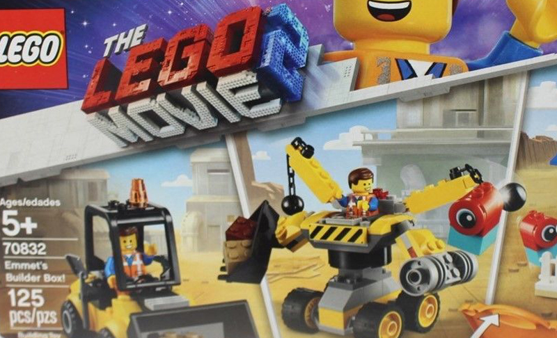 First Look at the LEGO Movie 2 Emmet's Builder Box (70832) and Lucy's Builder Box (70833)