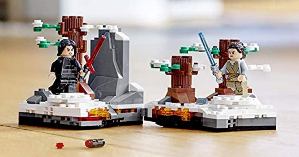 "Amazon Italy Does Unplanned Reveal of LEGO Star Wars Set – ""Duel on Starkiller Base"" (75236)"