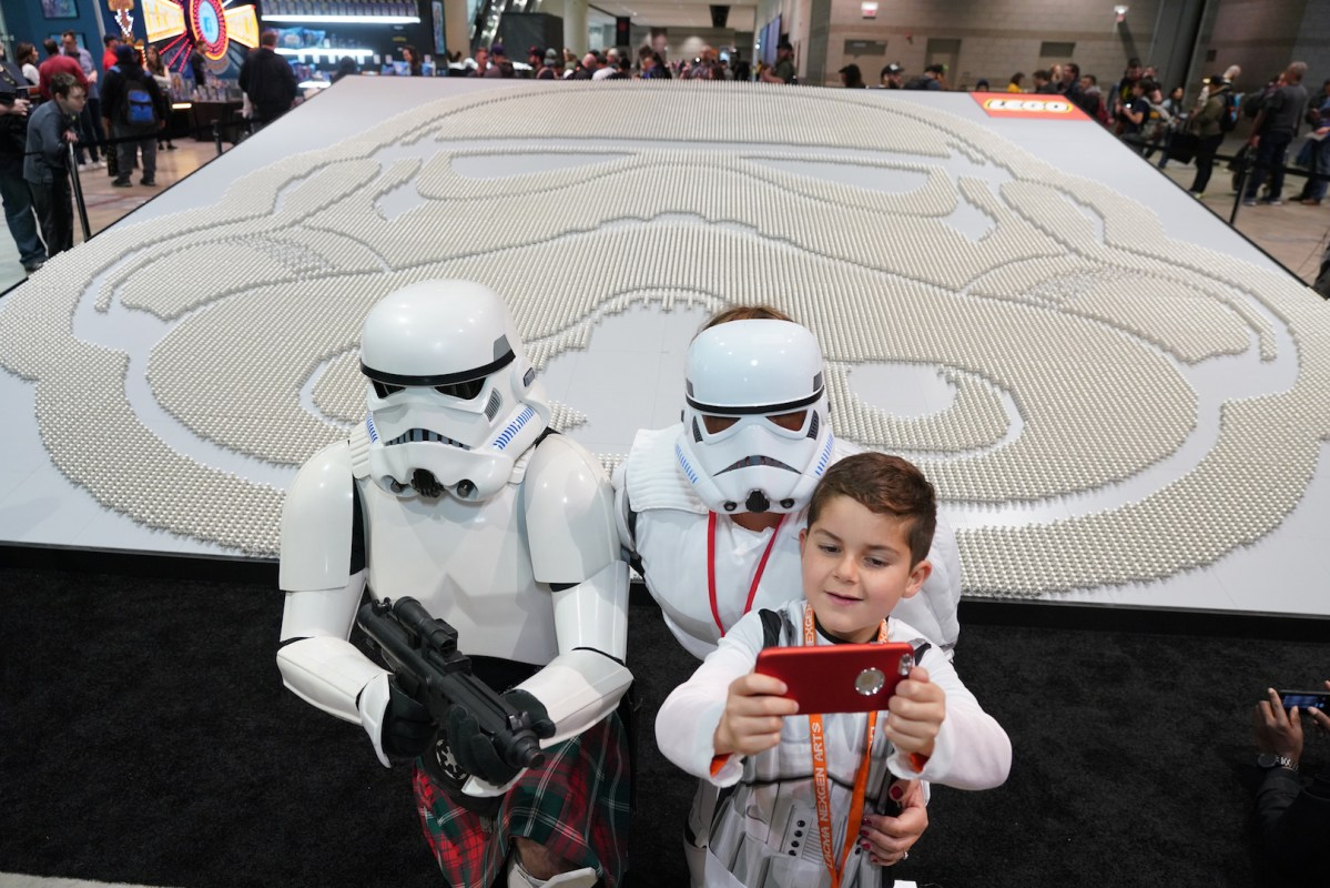 LEGO Minifigure Display at Star Wars Celebration Chicago Earns Guinness World Record