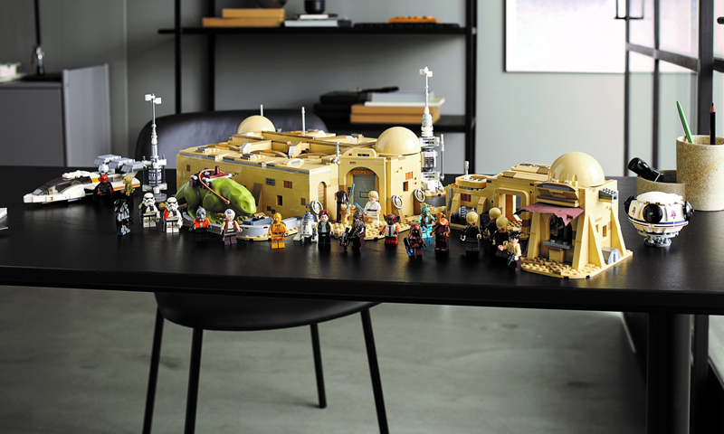 LEGO Star Wars Mos Eisley Cantina (75290) Officially Revealed