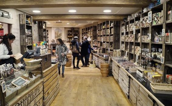Innovative ideas for brick-and-mortar stores this Christmas