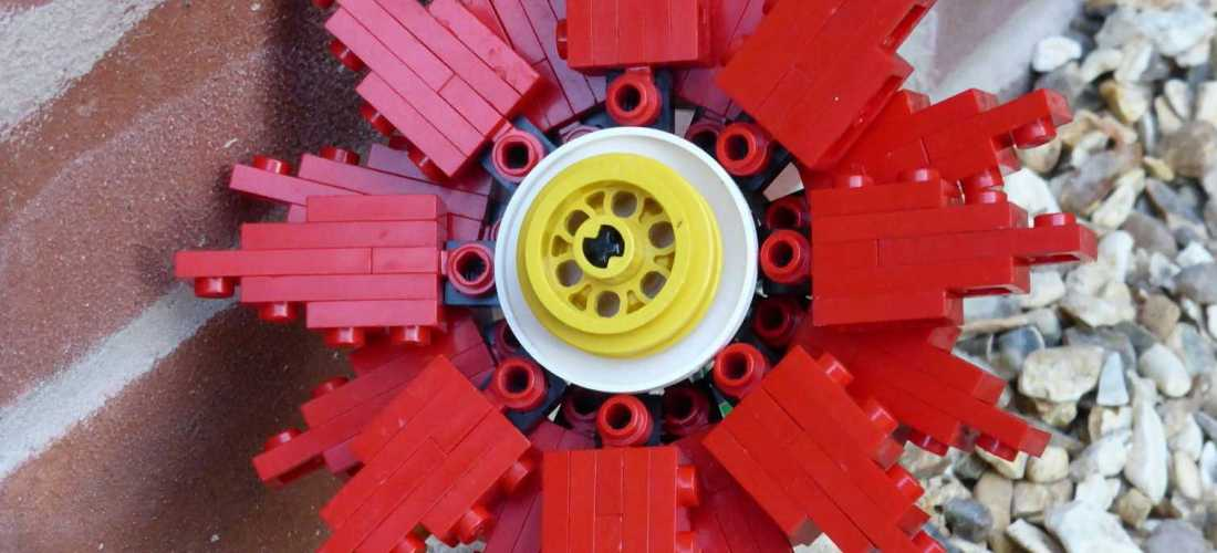 Experimental Lego Flower Design Brick Twist
