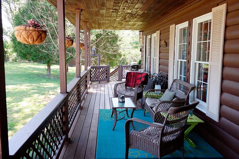 pintar con spray bajo un porche o terraza cubierta