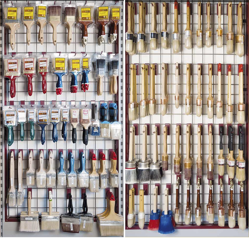 expositor con herramientas para pintar