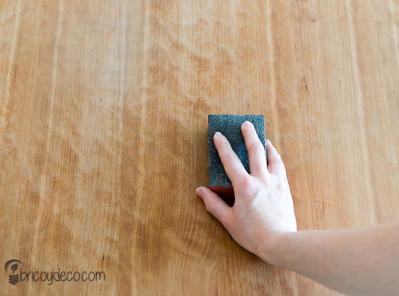 decapar antes de renovar una mesa con lasur