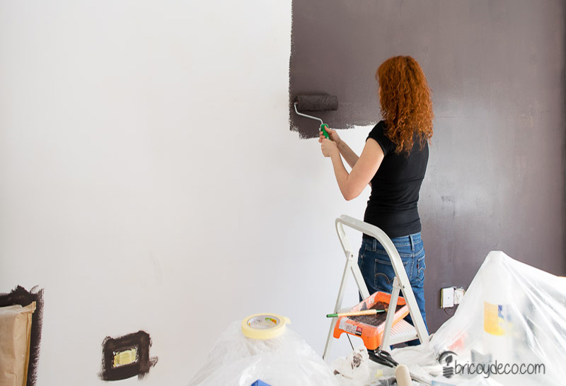 renovar con pintura la pared del despacho