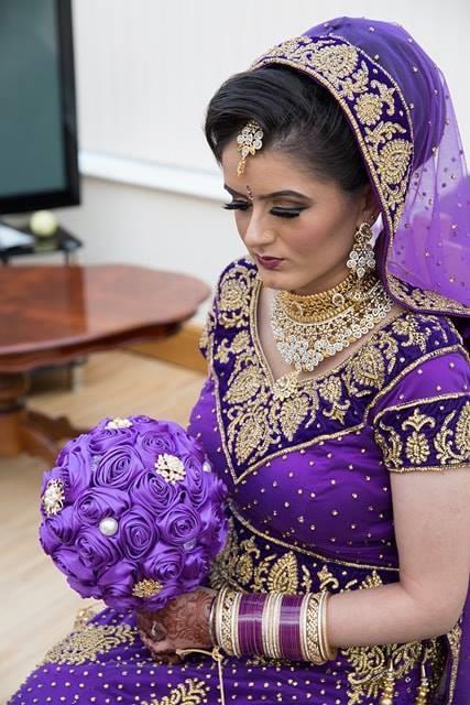 Jas purple silk bouquet with brooch