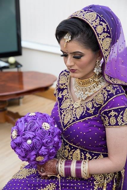 Jas purple silk bouquet with brooch