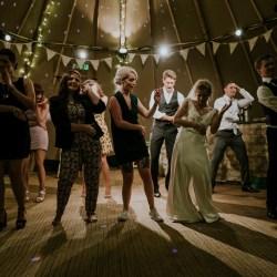 Wedding macarena