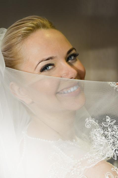 Smiling eyes wedding veil