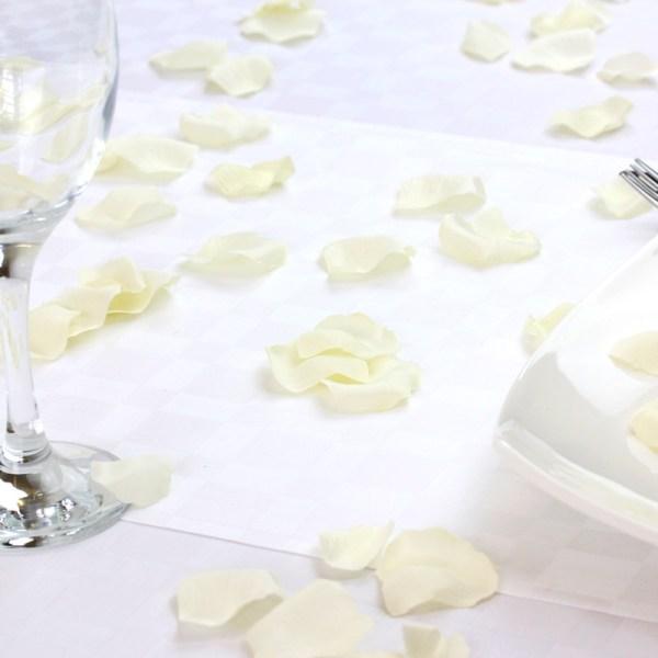 Ivory silk scatter petals