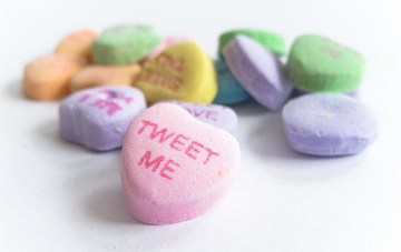 A Simple Tool to Pretty Up Your Tweets/Facebook status in time for Valentine's Day!