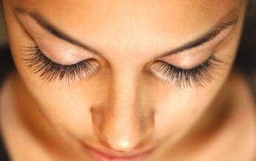 Want Longer, Fuller Lashes? {Sunday Beauty School}