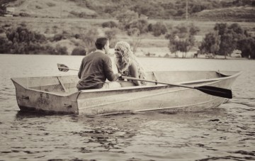 Love On The Lake: A Romantic & Playful Row Boat Engagement