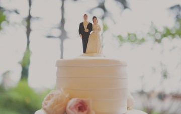 bride and groom cake topper   stone crandall photography