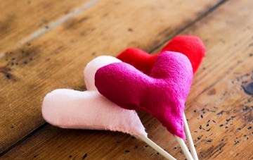 Heart Cake Toppers BUY or DIY? The Valentine's Day Edition