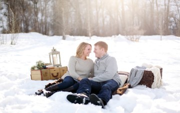Beautiful Snowy Engagement Shoot: Cosy Jumpers & Hot Cocoa