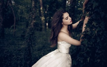 Daalarna Wedding Dress Collection: Chic Corsets & Beautiful Ball Gowns