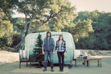 Christmas Campervan Engagement Shoot | Valorie Darling Photography | Bridal Musings Wedding Blog 10
