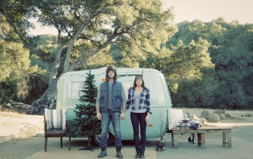 Christmas Campervan Engagement Shoot | Valorie Darling Photography | Bridal Musings Wedding Blog 10