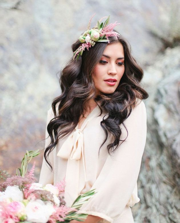 Wedding Hairstyles With Flower: Tips And Ideas For Wearing Fresh Flowers In Your Hair For