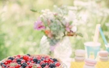 Chic Champagne Picnic Engagement Shoot | Peter and Veronika Photography | Bridal Musings Wedding Blog 3