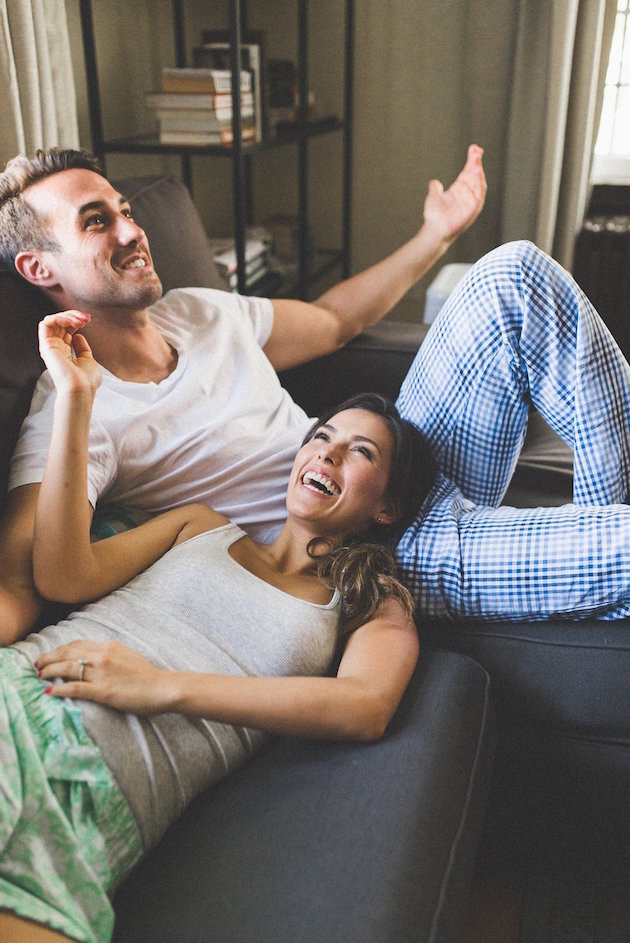 25 Non Cheesy Poses For Your Engagement Shoot