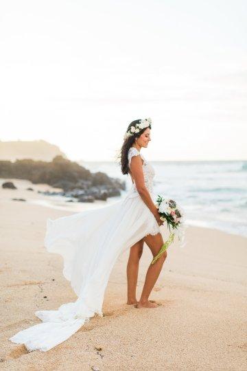 Hawaii Elopement by Modern Elopement and Sea Light Studios 34