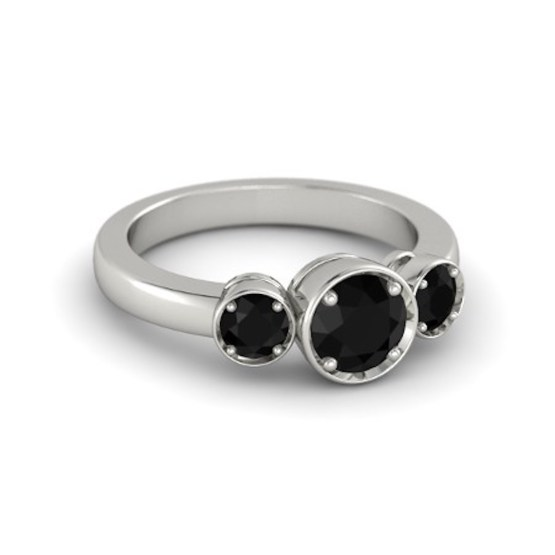 round-black-onyx-platinum-ring-with-black-onyx