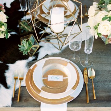 Contemporary Winter Wedding Inspiration by Rachel Havel and BluebirdProductions 5