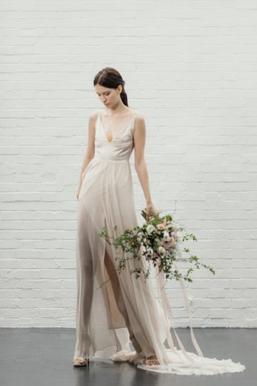 Modern Minimalist Styled Shoot Featuring Gowns For The Natural Bride | Cinzia Bruschini 11