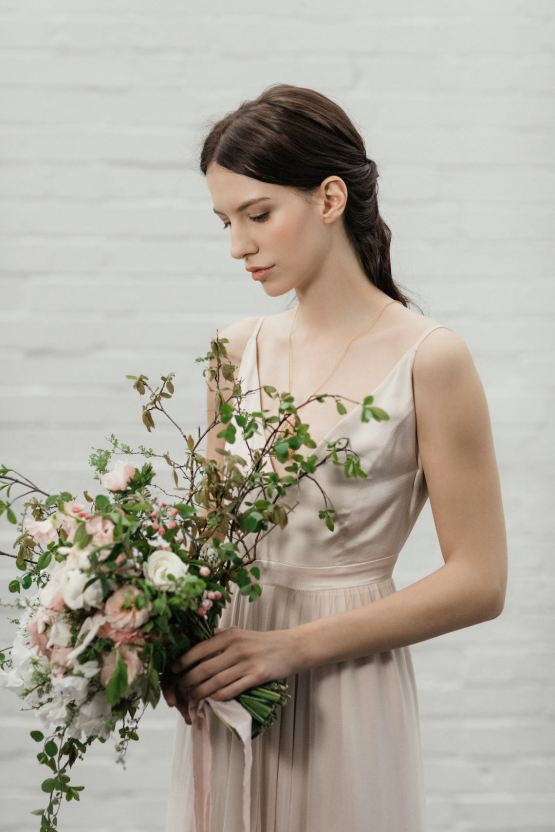 Modern Minimalist Styled Shoot Featuring Gowns For The Natural Bride | Cinzia Bruschini 7