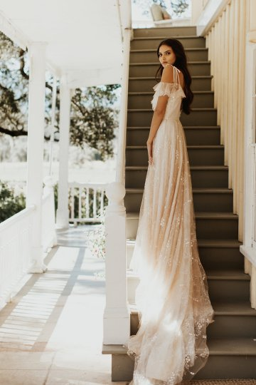 The Luxurious & Bohemian Ember Dusk Spring 2018 Collection from Tara Lauren | Anni Graham 16