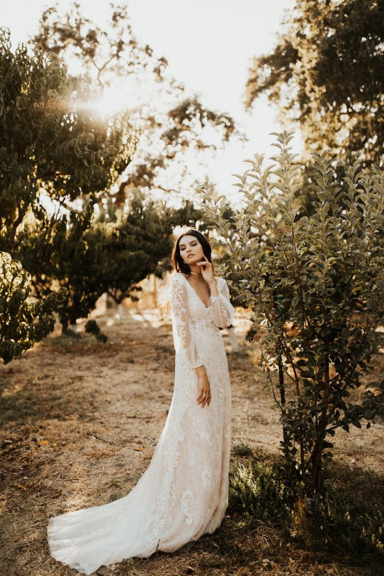 The Luxurious & Bohemian Ember Dusk Spring 2018 Collection from Tara Lauren | Anni Graham 36