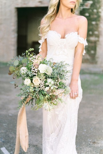 Luxurious Green & Gold Wedding Inspiration | Saje Photography 10