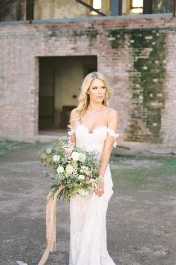Luxurious Green & Gold Wedding Inspiration | Saje Photography 11