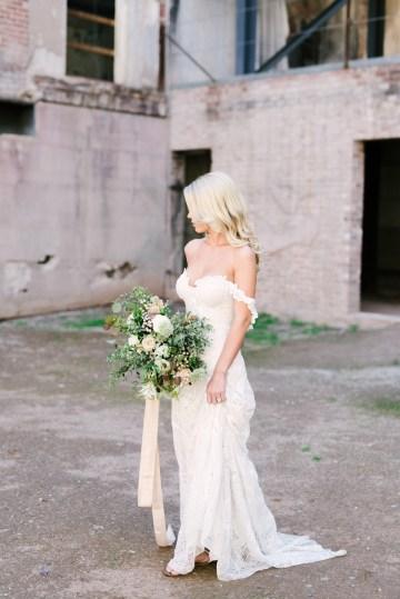 Luxurious Green & Gold Wedding Inspiration | Saje Photography 15