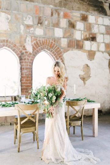 Luxurious Green & Gold Wedding Inspiration | Saje Photography 33