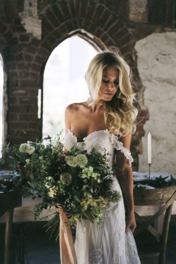 Luxurious Green & Gold Wedding Inspiration | Saje Photography 34