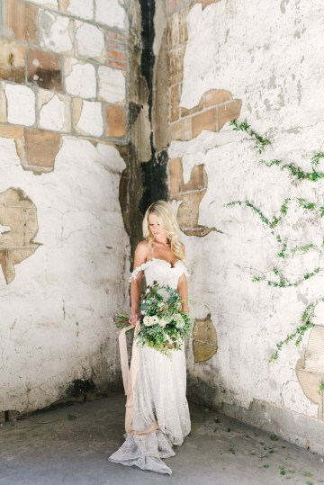 Luxurious Green & Gold Wedding Inspiration | Saje Photography 35