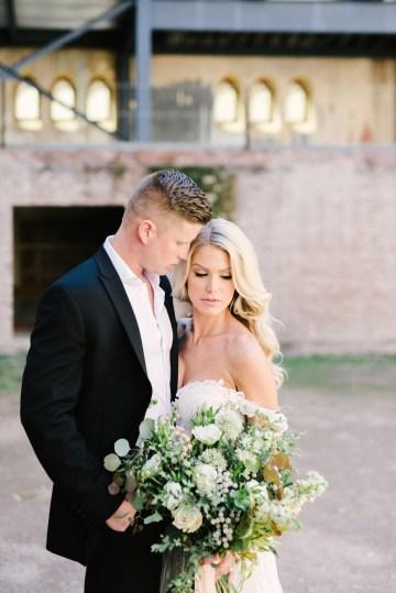 Luxurious Green & Gold Wedding Inspiration | Saje Photography 6