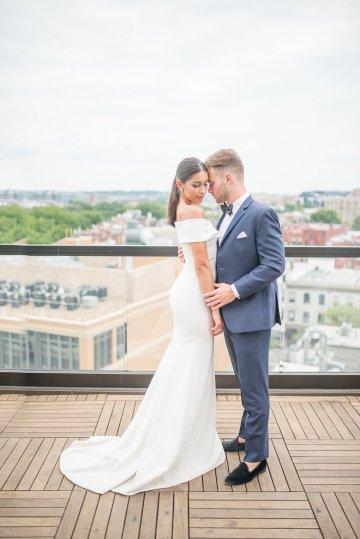Classy Modern Rooftop Wedding Inspiration | Anna + Mateo Photography 44