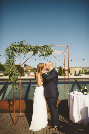 Tropical Urban Rooftop Wedding In Seattle | The Shalom Imaginative 34