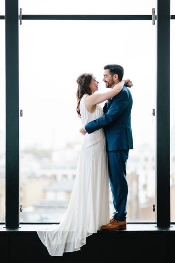 Underground Gallery Wedding In London With Cool, Flashy Signage   Studio 1208 Photography 48