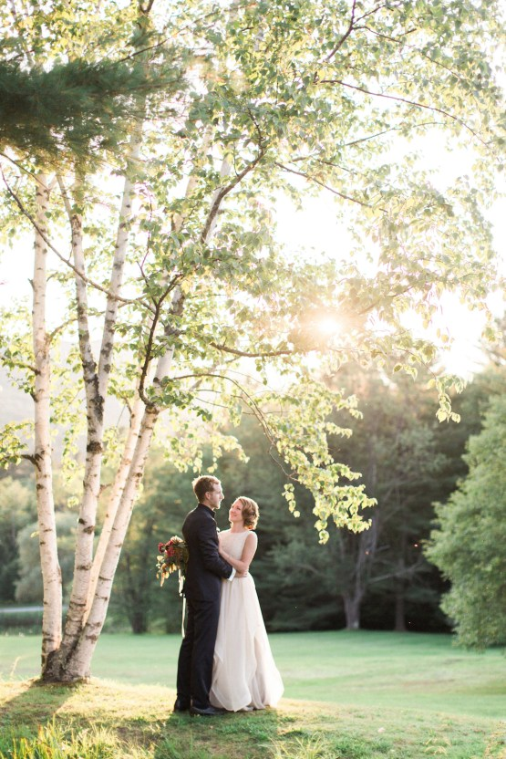 Colorful Vermont Lodge Wedding (With Sparkler Magic!) | Molly Lichten Photography 30
