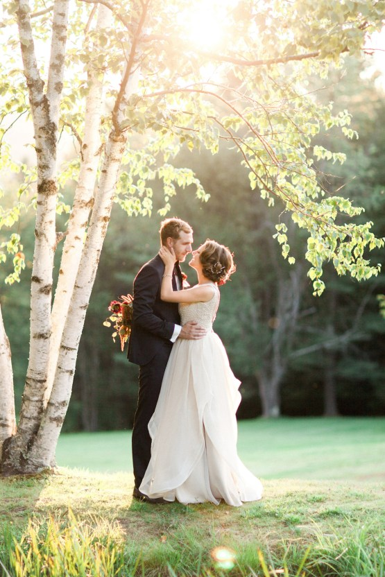 Colorful Vermont Lodge Wedding (With Sparkler Magic!) | Molly Lichten Photography 31