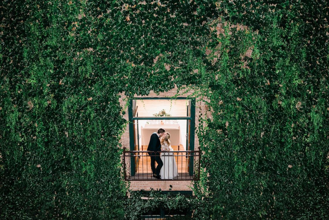 Gorgeous Chicago Ivy Room Wedding   Kristin La Voie Photography 1