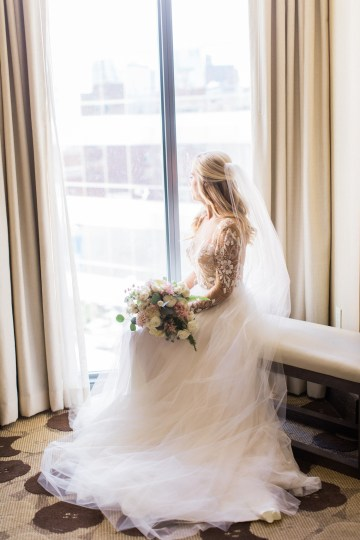 Gorgeous Chicago Ivy Room Wedding | Kristin La Voie Photography 27